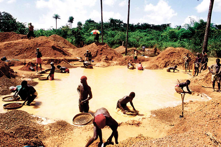 Diamond mines: the Kimberley Process aims to halt exploration and trade of 'conflict diamonds'