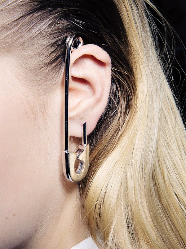 Viktor & Rolf: the giant Spring/Summer 2014 earring
