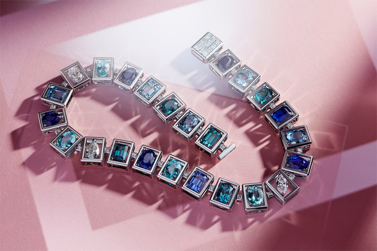 Tiffany & Co. Blue Book 2019: a necklace with over 36-carat sapphires, blue cuprian, tourmaline, blue tourmaline, aquamarines and diamonds in platinum | Photo: Tiffany & Co.